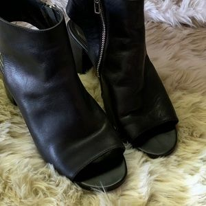 Steve Madden peep toe booties size 8 gen leather